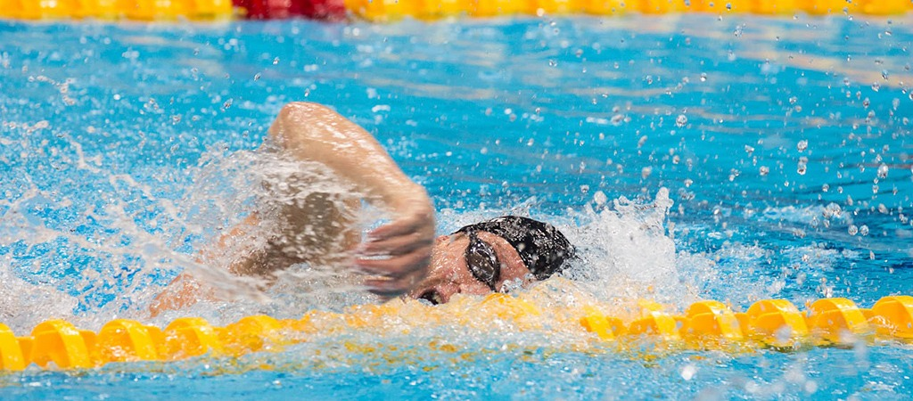 Brad Snyder swims freestyle