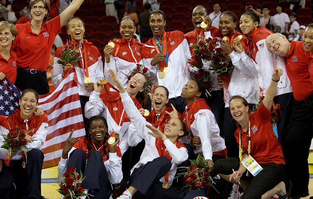 Team USA players pose with their gold medals
