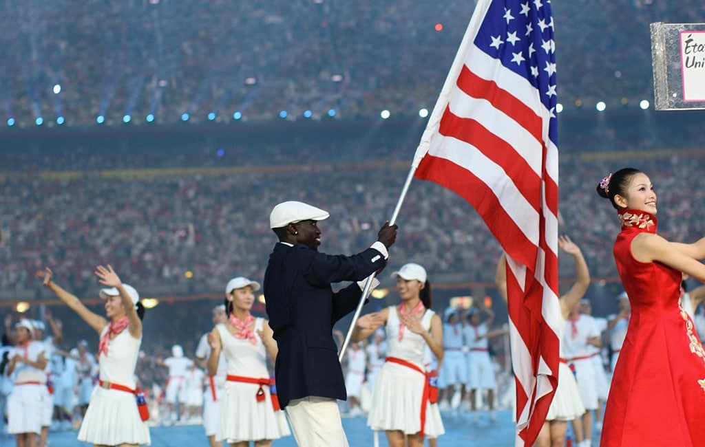 Lopez Lomong carries the U.S. into the stadium